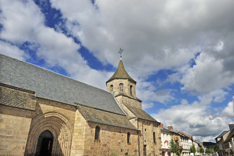 eglise-bourg-lastic