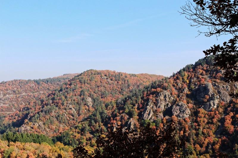 gorges-de-la-sioule-chateauneuf-automne-18-melanie-mista-ot-combrailles