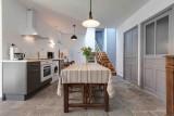 MG_Gîte_du_Vauriat_441_à_Saint_Ours-les-roches_20120801_(cuisine)